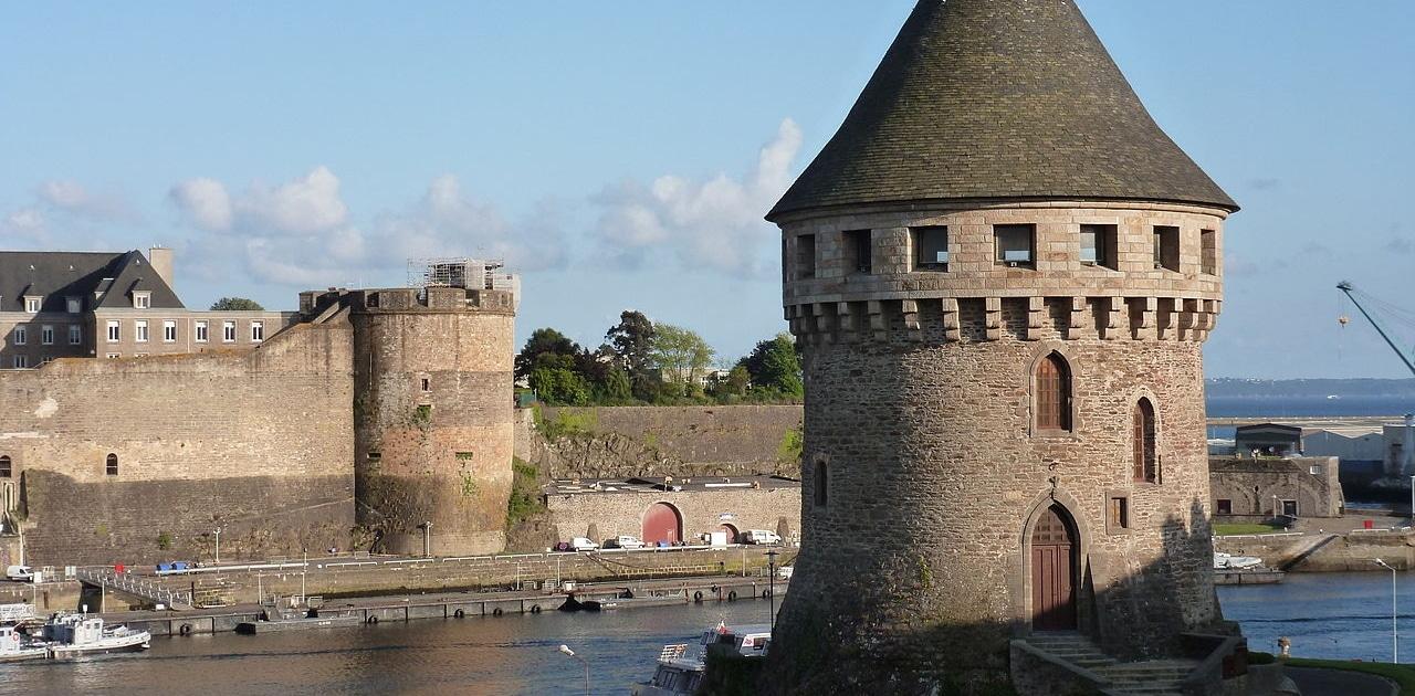 Le château de Brest vu depuis le pont de Recouvrance.